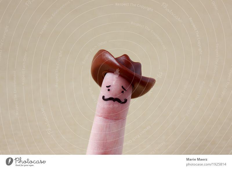 Cowboy Figur mit Schnurrbart auf Finger Mensch Mann Freude Gesicht Erwachsene lachen Spielen maskulin retro trendy Hut Vater Held Comic Western
