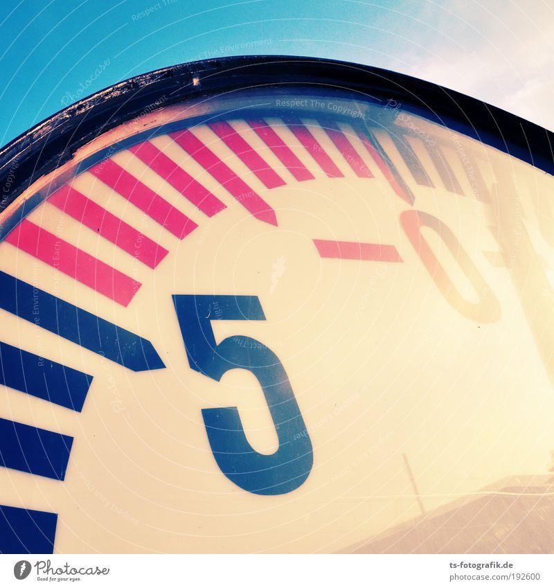 Kurz vor minus Null Wasser blau Meer gelb Metall Wetter Glas rosa groß Uhr Klima leer bedrohlich rund Ziffern & Zahlen Hafen
