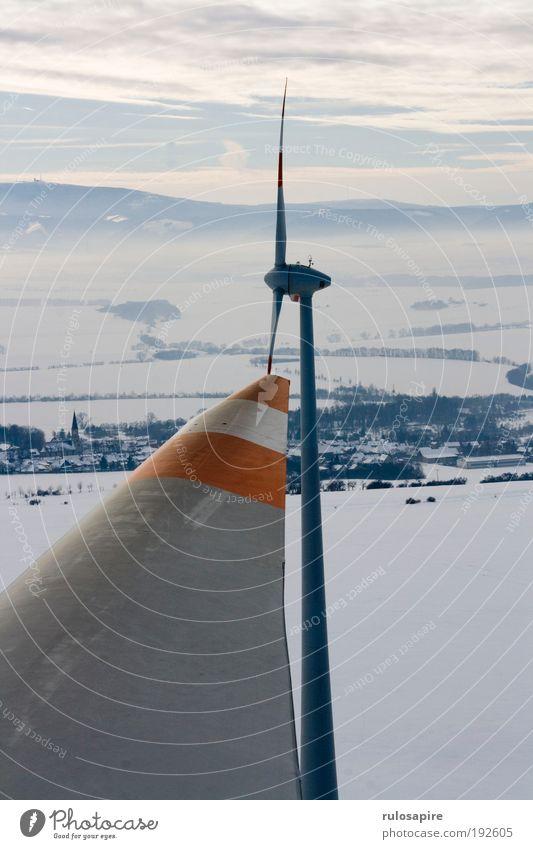 Auf der Spitze Energiewirtschaft Erneuerbare Energie Windkraftanlage Energiekrise Landschaft Luft Himmel Winter Klima Klimawandel Schnee Feld Hügel
