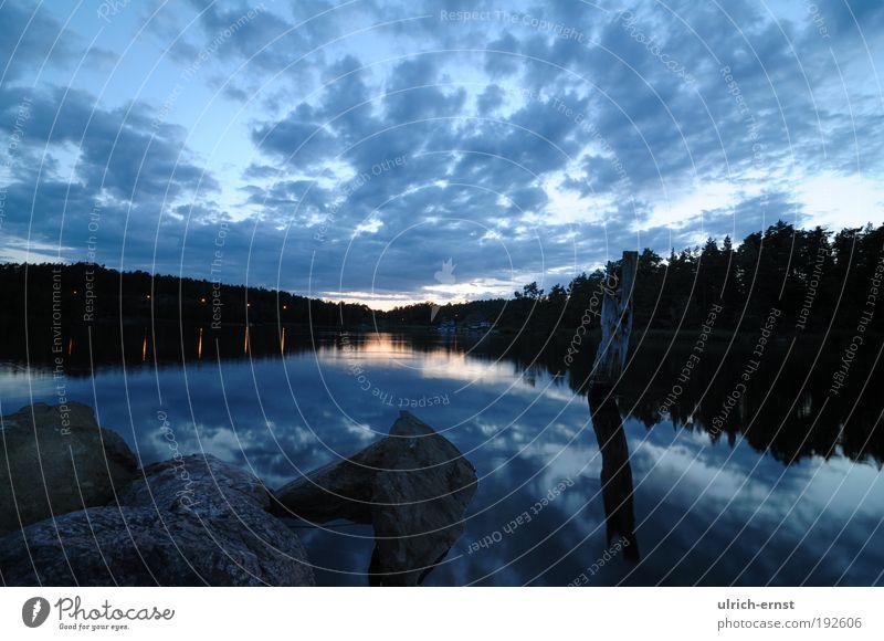 Abendstimmung Natur Landschaft Wasser Himmel Wolken Nachthimmel Sonnenaufgang Sonnenuntergang Sonnenlicht Baum Wald Küste Seeufer blau Gefühle Stimmung
