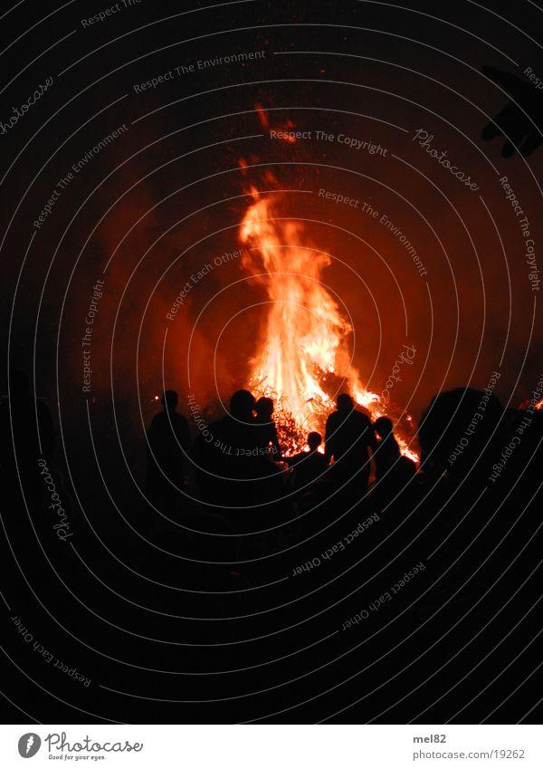 Feuer brennen heiß Langzeitbelichtung Brand Sommersonnenwende
