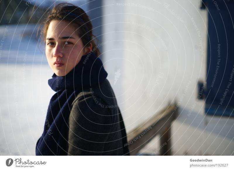 Was hast du vor? Mensch Jugendliche schön feminin kalt Erwachsene Wetter Zufriedenheit Eis ästhetisch Wachstum Frost einzigartig Kommunizieren leuchten