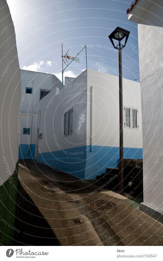 entlegen ruhig Haus Straße Wand Mauer Wege & Pfade Fassade Treppe Häusliches Leben Dorf Laterne Antenne einzeln Wäscheleine abgelegen Altstadt