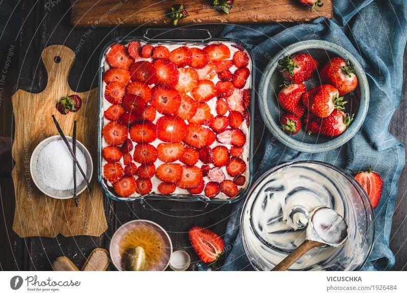 Erdbeerkuchen machen Lebensmittel Frucht Kuchen Dessert Ernährung Bioprodukte Geschirr Stil Design Häusliches Leben Tisch Küche Feinschmecker altehrwürdig