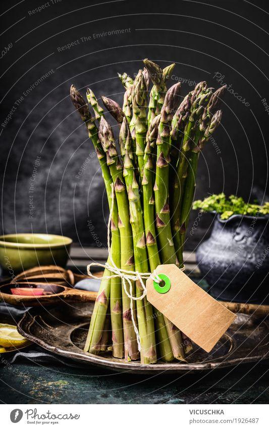 Spargelbund auf dem Küchentisch Lebensmittel Gemüse Ernährung Bioprodukte Diät Stil Design Gesunde Ernährung Häusliches Leben Tisch Restaurant Bündel Etikett