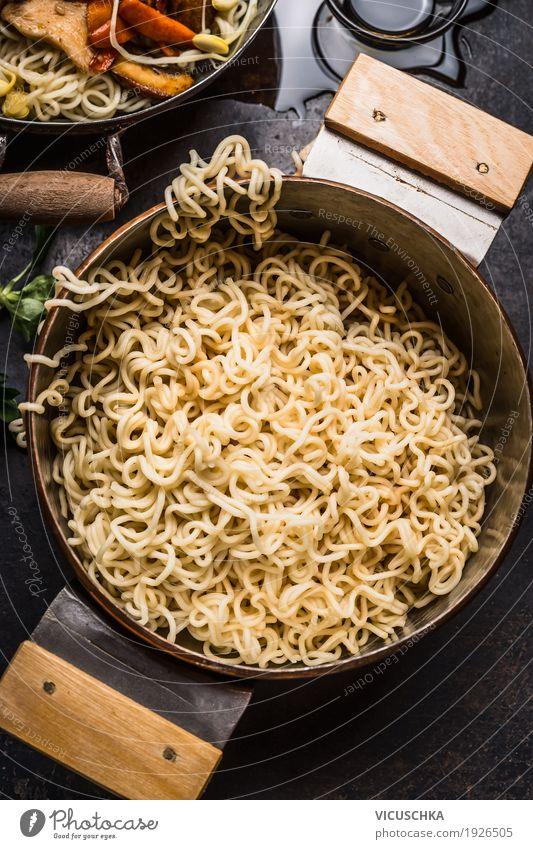 Topf mit asiatischer Nudeln Lebensmittel Ernährung Bioprodukte Vegetarische Ernährung Asiatische Küche Stil Design Restaurant gelb kochen & garen