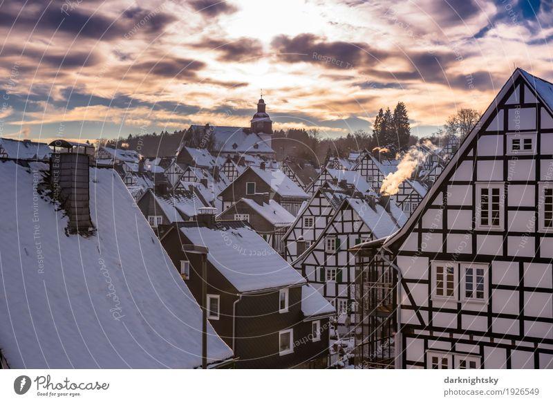 Altstadt von Freudenberg bei Gegenlicht zur Winterzeit alt blau Stadt weiß Erholung Haus Architektur gelb Glück Tourismus Stimmung Fassade Häusliches Leben gold