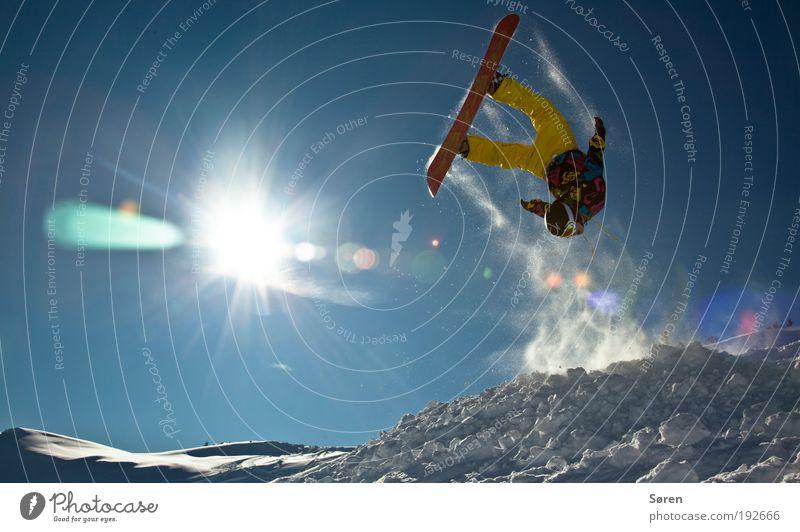FLY ON THE WING OF LOOOOVE Mensch Jugendliche Junger Mann Winter 18-30 Jahre Erwachsene Gesundheit Freiheit springen maskulin verrückt Schönes Wetter