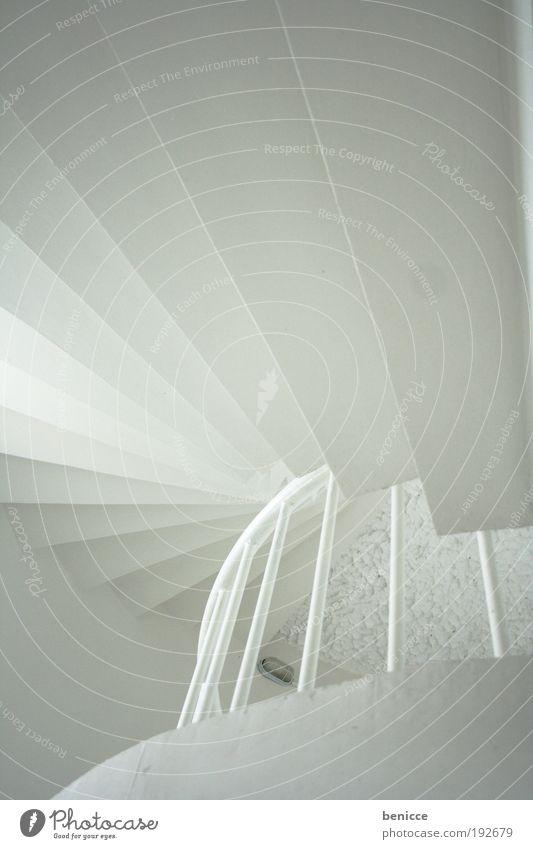 Weißer Aufstieg Architektur Treppe aufsteigen weiß hell Geländer Treppengeländer Leuchtturm Fenster Beton rund Spirale Wendeltreppe Silhouette leer Gebäude Haus