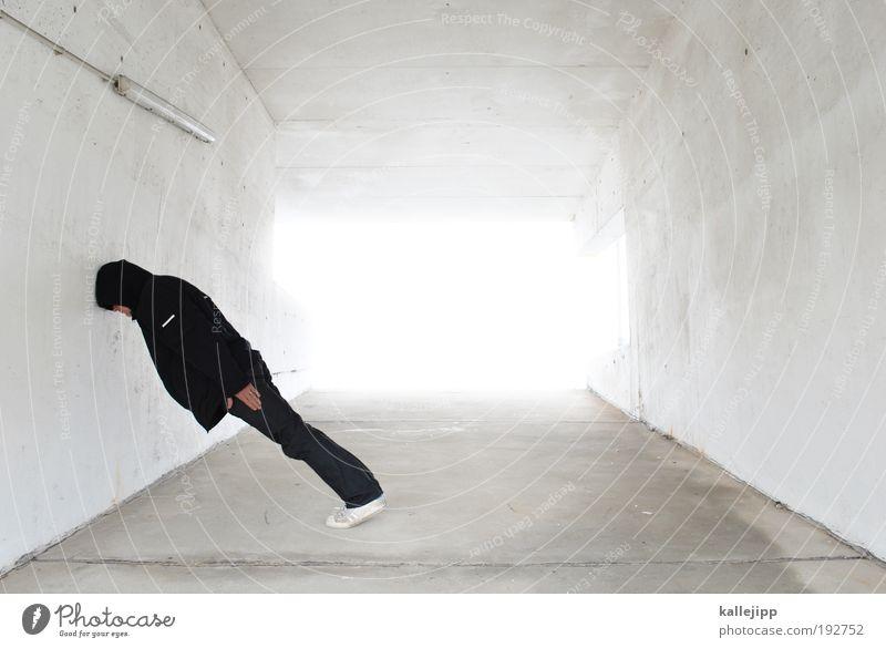 gegen die wand Mann weiß Erwachsene Wand Kopf träumen maskulin schlafen stehen Lifestyle Ecke leuchten Autobahn Idee Erkenntnis