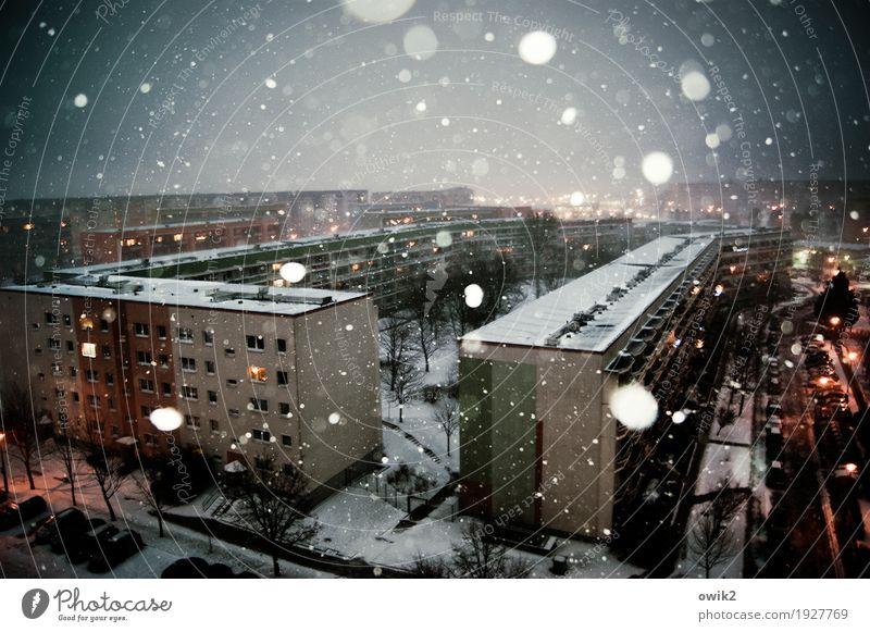 Dauerberieselung Umwelt Natur Himmel Horizont Winter Schönes Wetter Schnee Schneefall Bautzen Lausitz Deutschland Kleinstadt Stadtrand bevölkert Haus Gebäude