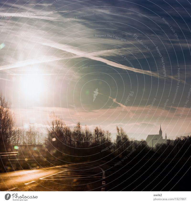 Wallfahrt Himmel Baum Straße Umwelt Religion & Glaube Deutschland Horizont leuchten glänzend Idylle Kirche Perspektive Zukunft Schönes Wetter Hoffnung Ziel