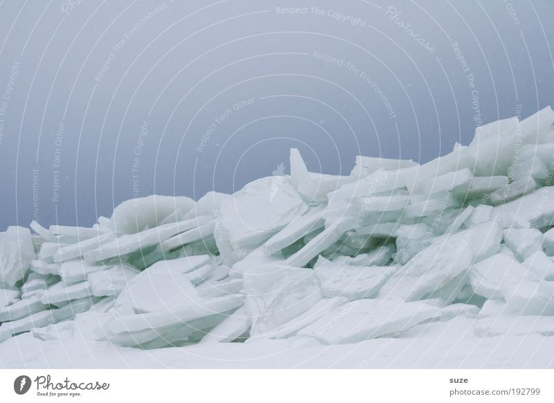 Eisberg Umwelt Natur Landschaft Urelemente Himmel Wolkenloser Himmel Horizont Winter Klima Frost Schnee Küste außergewöhnlich eckig einfach kalt blau weiß