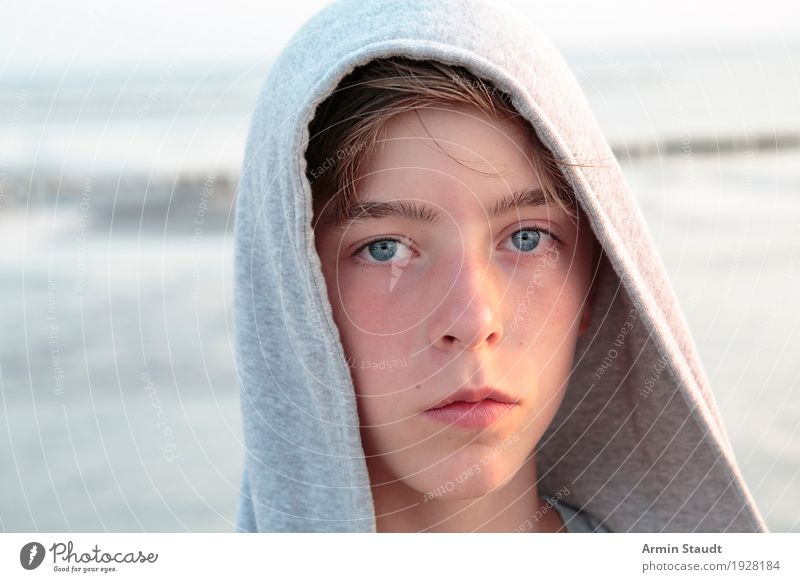 Porträt Lifestyle Stil schön Leben harmonisch Wohlgefühl Zufriedenheit Sommerurlaub Mensch maskulin Junger Mann Jugendliche Kopf 1 13-18 Jahre Natur Strand Meer