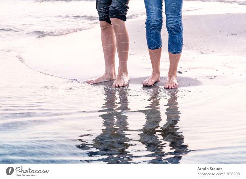 Beine - Meer - Spiegelung Mensch Frau Natur Ferien & Urlaub & Reisen Jugendliche Sommer Wasser Erholung Freude Strand Erwachsene Leben Lifestyle feminin