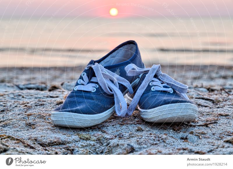 Schuhe am Strand Lifestyle Stil Design Leben harmonisch Wohlgefühl Zufriedenheit Freizeit & Hobby Ferien & Urlaub & Reisen Tourismus Abenteuer Ferne Freiheit