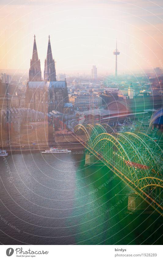 Kölner Dom auf Augenhöhe Ferien & Urlaub & Reisen Stadt schön Architektur Religion & Glaube Tourismus Horizont ästhetisch Kultur Brücke Fluss Sehenswürdigkeit
