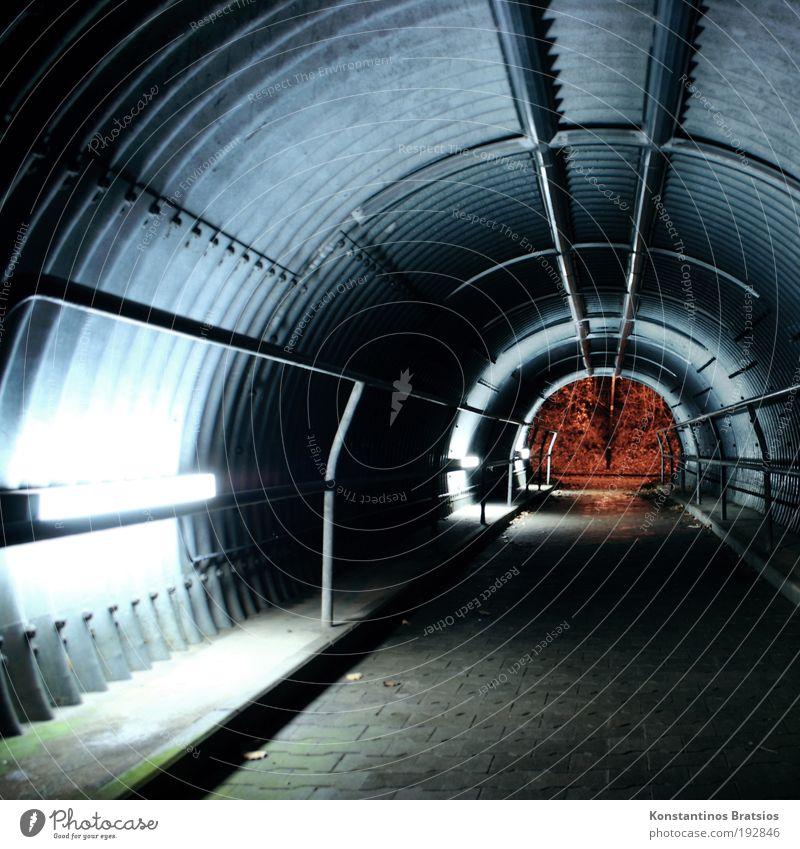 LEUCHT~STOFF~RÖHRE Verkehrswege Tunnel leuchten dunkel Unterführung Fahrradweg Neonlicht Geländer Pflastersteine Wellblech Bauwerk Farbfoto Außenaufnahme
