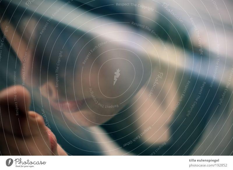 . Frau Mensch blau Einsamkeit Leben kalt feminin Mund Stimmung Zusammensein Erwachsene Nase nah Küssen beobachten einzigartig