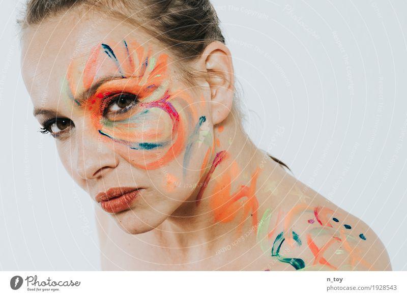 Farbfoto Jugendliche Junge Frau schön Erotik 18-30 Jahre Gesicht Erwachsene Lifestyle feminin Kunst Party Kopf leuchten Haut Sex heiß