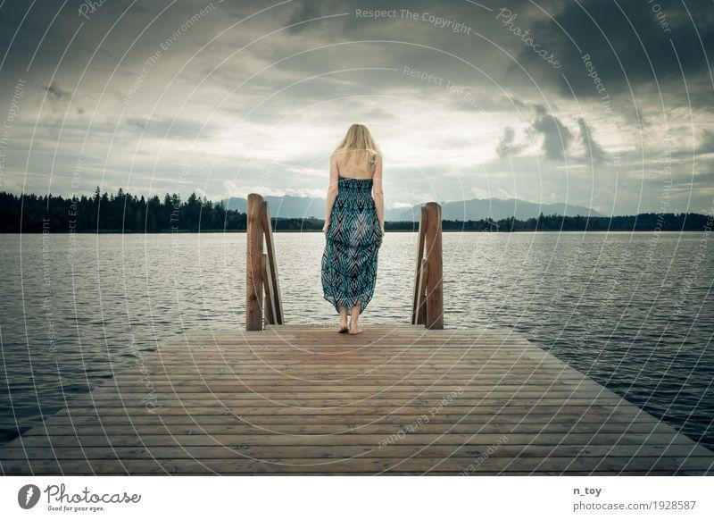 Steps feminin Junge Frau Jugendliche 1 Mensch Umwelt Natur Wolken Gewitterwolken Wald Alpen Seeufer Moor Sumpf Kleid blond langhaarig atmen Denken weinen blau