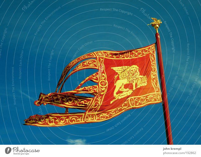 viva la update! Venedig Italien Veneto Dom Platz Sehenswürdigkeit Wahrzeichen Zeichen Ornament Fahne Fahnenmast historisch blau gold rot Mut Schutz Hoffnung