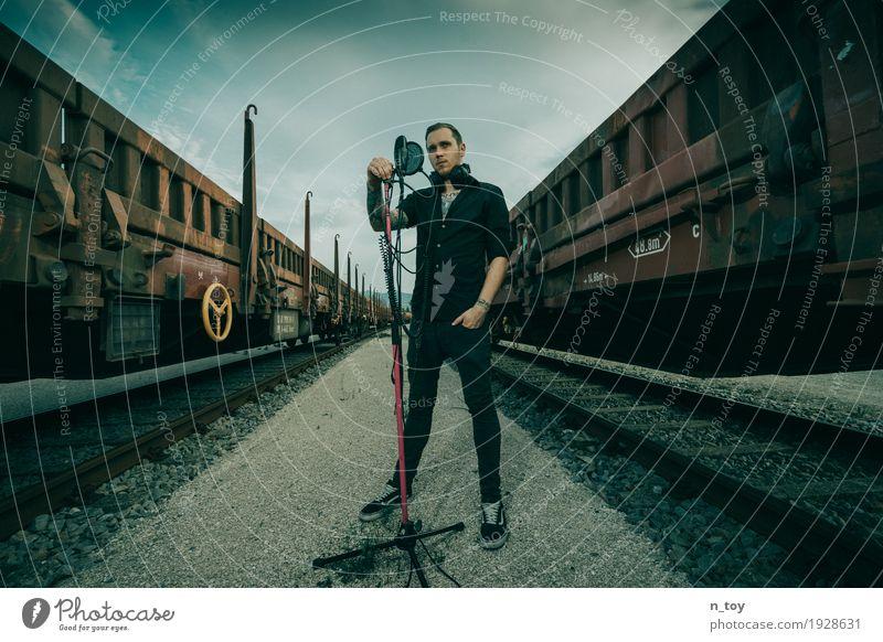 mobile Studio Diskjockey maskulin Junger Mann Jugendliche 1 Mensch 18-30 Jahre Erwachsene Künstler Musik Musik hören Sänger Musiker Hiphop Rapper Kopfhörer