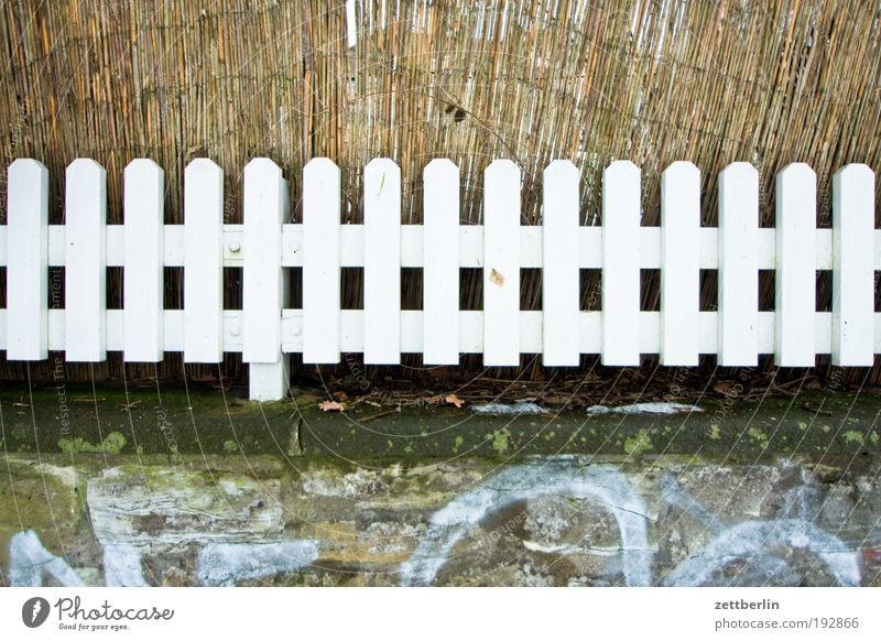 Zaun weiß Mauer Grenze Holzbrett Geländer Nachbar Grundstück Matten Sichtschutz Holzzaun Bastmatte