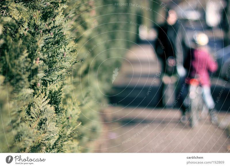 don't talk to strangers Mensch Kind Mann grün Mädchen Erwachsene grau Wege & Pfade Menschengruppe Kindheit Fahrrad Angst gehen maskulin bedrohlich stoppen