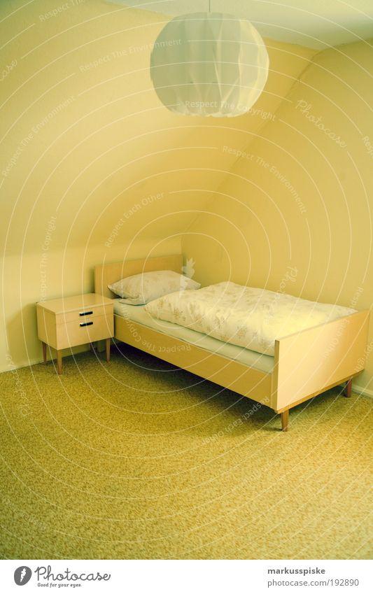 retro schlafzimmer Erholung Holz Glück Stil träumen Lampe Wohnung Innenarchitektur Lifestyle Häusliches Leben Dekoration & Verzierung weich Vergänglichkeit