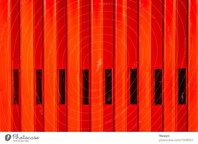 Rote Feuer Tür Parkhaus Bauwerk Gebäude Architektur Feuerwehrhaus Fenster Glas Metall authentisch Bekanntheit einfach fest heiß modern Neugier stark gelb orange
