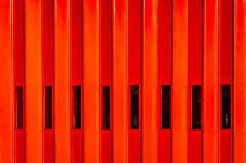 Rote Feuer Tür Stadt rot Fenster schwarz Architektur gelb Gebäude orange Metall modern Glas authentisch einfach bedrohlich Neugier