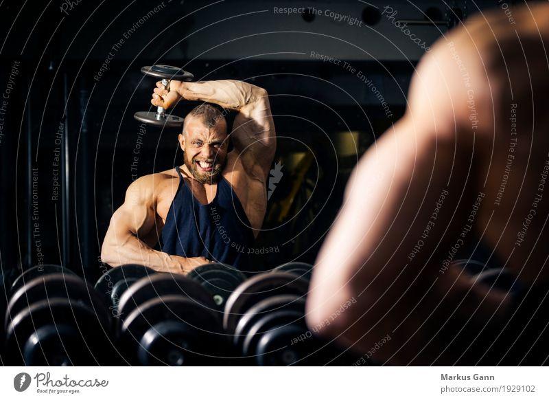 Bodybuilding Lifestyle sportlich Fitness Sport Sport-Training Sportler Mensch maskulin Mann Erwachsene 1 schwarz Kraft Bodybuilder Hantel Kurzhantel