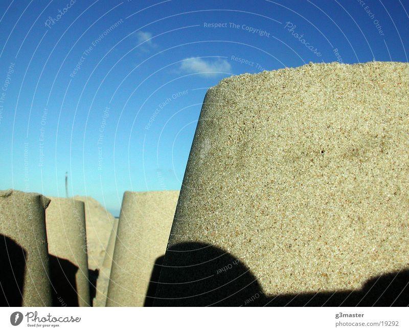 Bollwerke aus Sand Strand Sandburg Eimer Spiekeroog Wolken Makroaufnahme Nahaufnahme Sonne