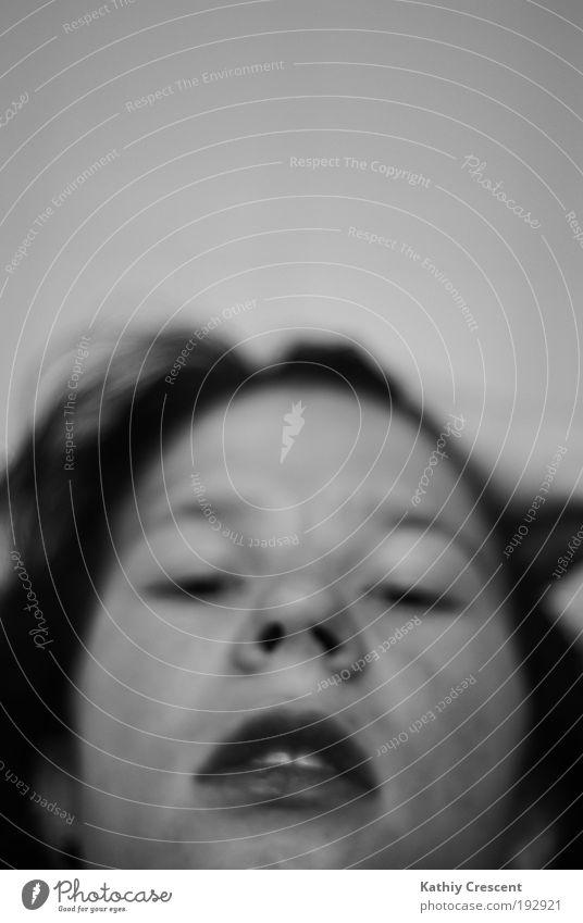 Fuer immer in Raum und Zeit. Mensch Jugendliche ruhig Gesicht Erholung dunkel Gefühle Kopf dreckig elegant Mund Haut natürlich liegen schlafen beobachten