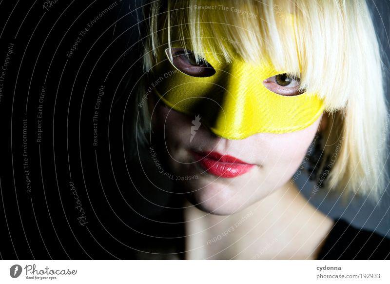 Inkognito Frau Mensch Jugendliche schön Gesicht Erwachsene Leben Kopf Stil träumen Feste & Feiern blond elegant Design Lifestyle Wandel & Veränderung