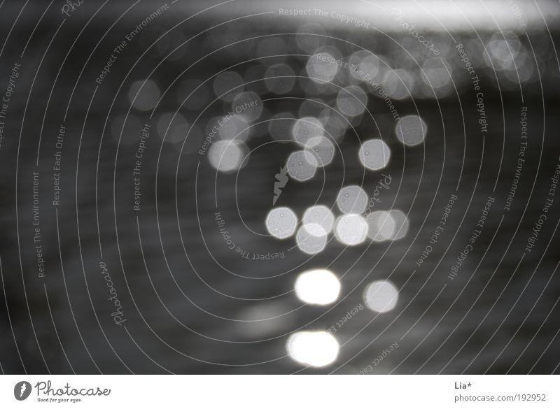 Licht im Dunkel Wasser See glänzend schwarz ruhig Glaube Angst Einsamkeit elegant Ende Endzeitstimmung Hoffnung Sucht Surrealismus Tod Wandel & Veränderung