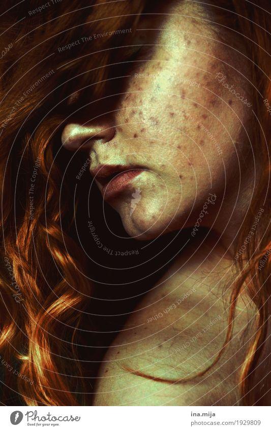 II Mensch Frau Jugendliche Junge Frau schön ruhig 18-30 Jahre Erwachsene feminin außergewöhnlich Haare & Frisuren Angst ästhetisch Haut fantastisch Romantik