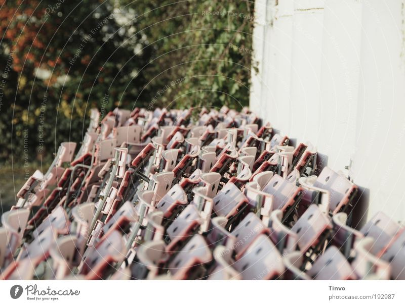 kurz vor Saisonbeginn Erholung Wand Metall rosa Ernährung Sträucher Kommunizieren warten Ausflug viele Kunststoff Restaurant Café Dienstleistungsgewerbe Bar Stapel
