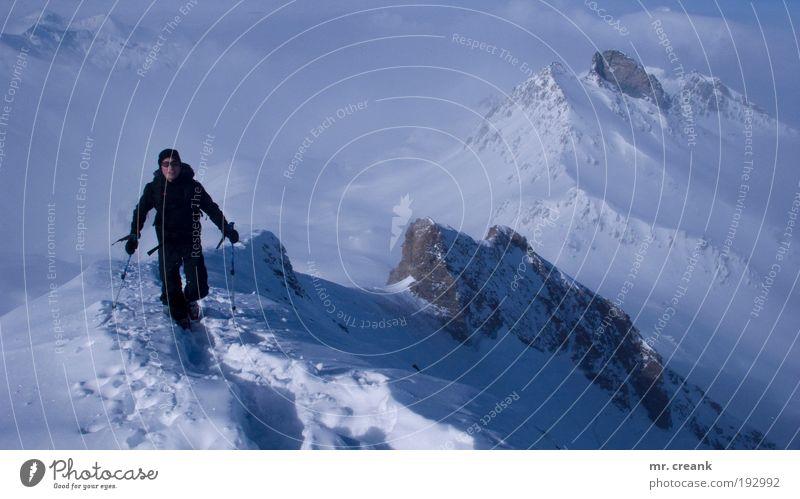 man in black Mensch Himmel Natur Ferien & Urlaub & Reisen Landschaft Winter Berge u. Gebirge Sport Lifestyle Freiheit maskulin Freizeit & Hobby Tourismus Erde