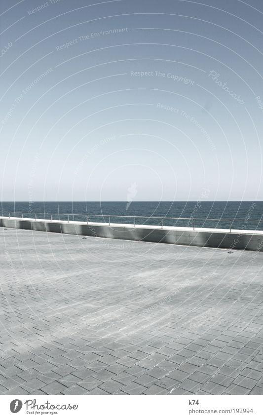 seascape with lightreflections on concrete Wasser Himmel Meer blau kalt Wand grau Mauer Landschaft Architektur Beton Horizont leer Platz Zukunft Ziel