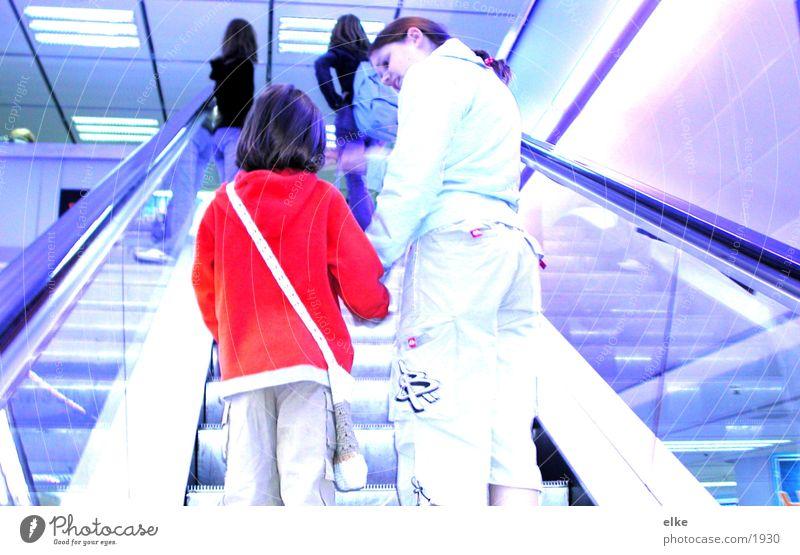 talk Mensch Kind Jugendliche Rolltreppe Treppe