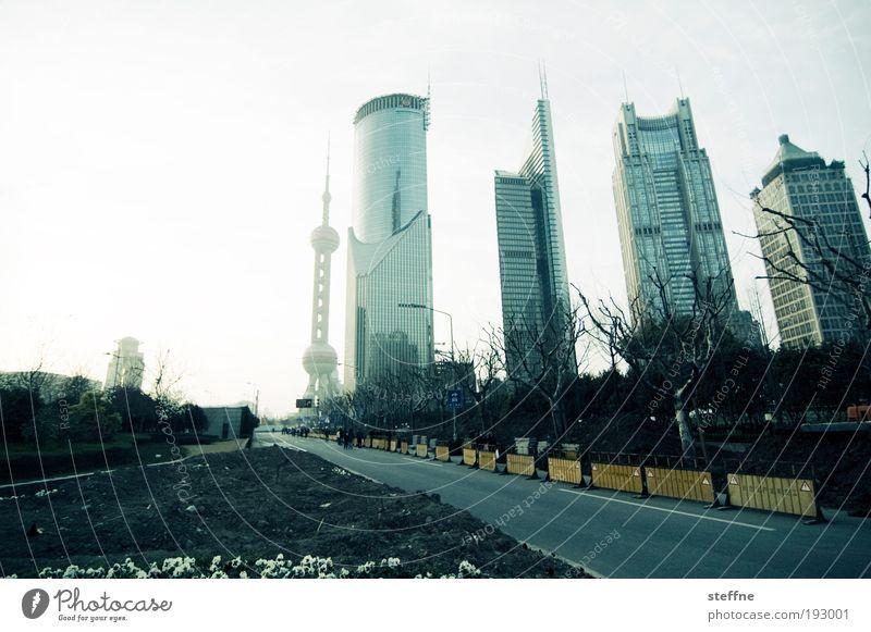 Shanghai Noon China Asien Stadtzentrum Skyline Hochhaus Bankgebäude Sehenswürdigkeit Wahrzeichen Fernsehturm Verkehr Straße Business Dekadenz modern Farbfoto