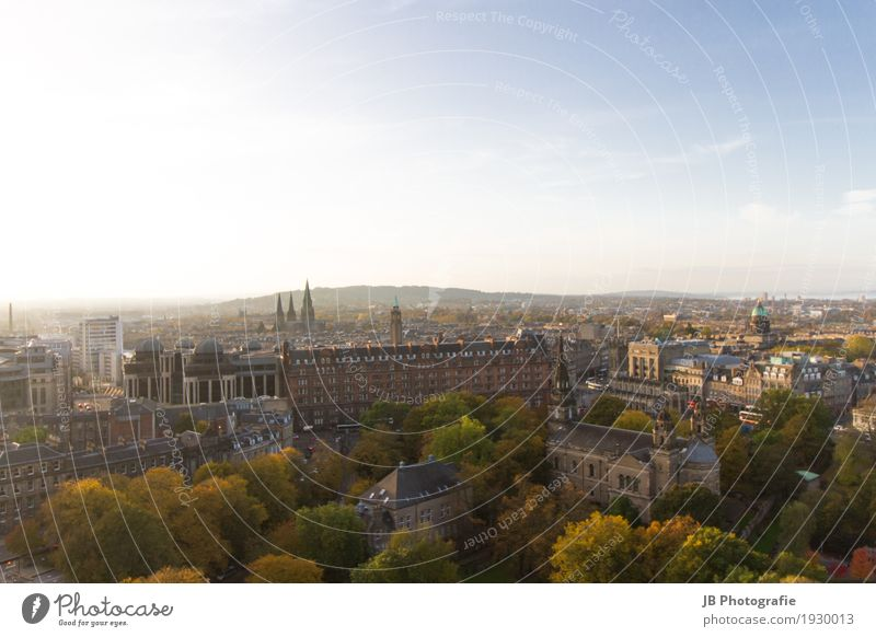 autumn in Edinburgh Natur Landschaft Himmel Sonne Sonnenlicht Stadt Stadtzentrum Altstadt Haus Burg oder Schloss Bauwerk Architektur Sehenswürdigkeit