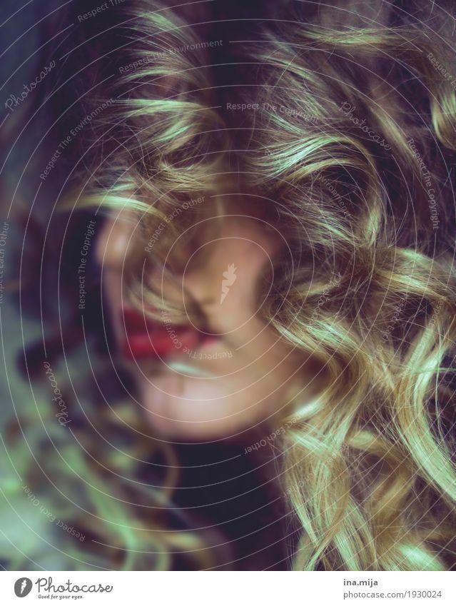 Locken III Lifestyle elegant Stil schön Körperpflege Haare & Frisuren Schminke Lippenstift Mensch feminin 1 18-30 Jahre Jugendliche Erwachsene 30-45 Jahre blond