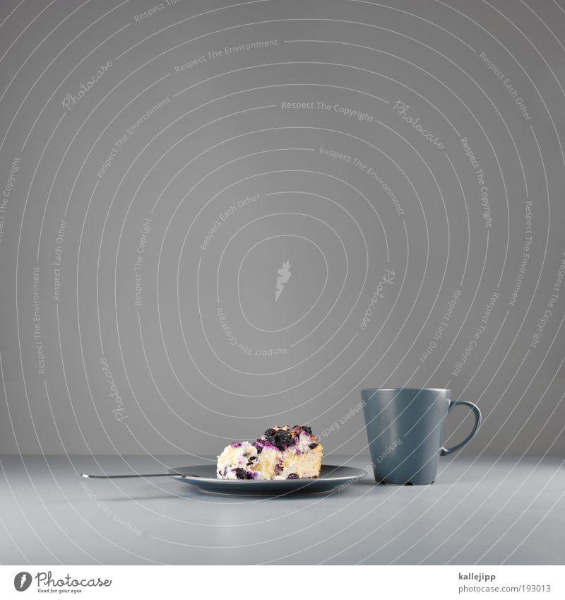 den alltag versüssen Teigwaren Backwaren Kuchen Dessert Ernährung Kaffeetrinken Getränk Heißgetränk Kakao Tee Stil Kuchengabel heidelbeerkuchen süß grau