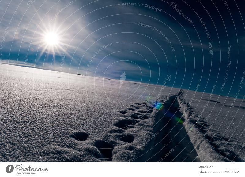 weisse Weite Himmel weiß Sonne blau Winter ruhig Wolken Einsamkeit Ferne kalt Schnee Gefühle Freiheit Landschaft Eis Stimmung