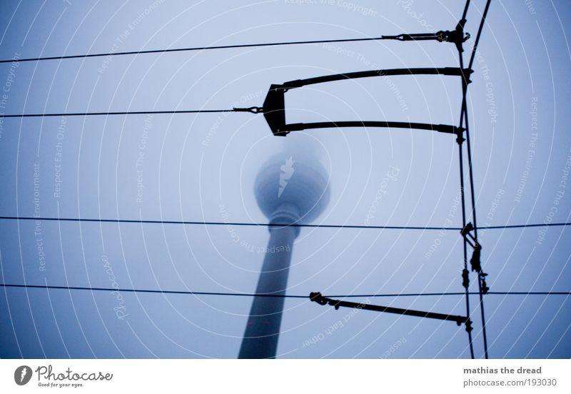 TRÜBE TASSE Himmel Wolken dunkel kalt Architektur Herbst Berlin Gebäude Linie Regen Nebel trist Kabel Bauwerk Skyline Wahrzeichen