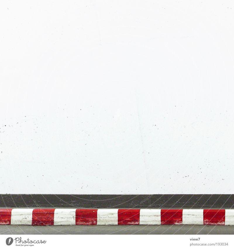 Ziellinie Verkehr Verkehrswege Straße Verkehrszeichen Verkehrsschild Stein Beton Zeichen Hinweisschild Warnschild Linie Streifen authentisch dünn eckig einfach
