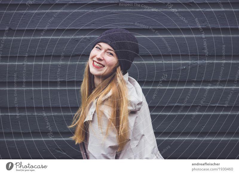 Junge Frau freut sich Mensch Jugendliche Freude 18-30 Jahre Erwachsene Leben Liebe lustig Bewegung feminin lachen Glück leuchten Zufriedenheit blond